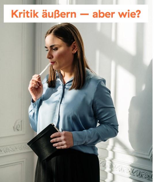 Frau in Geschäftskleidung-Stift in der Hand